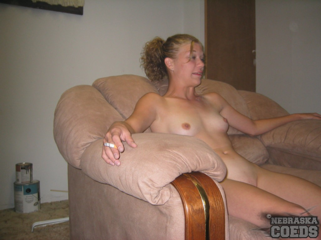 Clothed com fully pissing